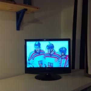 Taky musí čas od času sledovat své hokejové vzory.